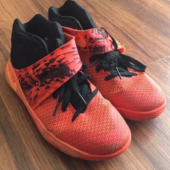 Nike scarpe     Kyrie 2 Inferno Jby Size 7y   Poshmark 3773e9